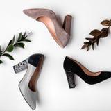 Calçados para mulheres Saltos elevados Cores diferentes da vista superior dos saltos altos Conceito da forma e da beleza imagens de stock royalty free