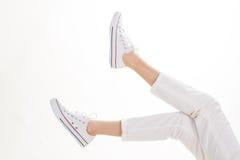Calças branca e calçados ocasionais Foto de Stock Royalty Free