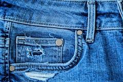 Calças de brim azuis da sarja de Nimes com bolso e botões Fotografia de Stock