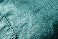 Calças de brim com o bolso com efeito do borrão no tom ciano imagens de stock