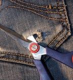 Calças de brim com um par de tesouras em seu bolso Fotos de Stock Royalty Free
