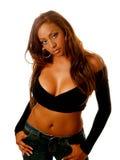 Calças de brim misturadas da camisola do preto da afiliação étnica da mulher nova Imagens de Stock Royalty Free
