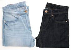 2 calças de brim na luz - azul e escura - cores azuis fotografia de stock