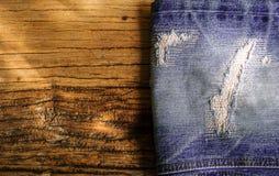 Calças de brim rasgadas Fotos de Stock