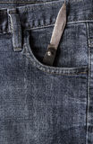 Calças de brim velhas do bolso da parte dianteira da faca Imagens de Stock Royalty Free
