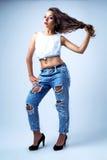 Calças de brim vestindo modelo Fotografia de Stock Royalty Free