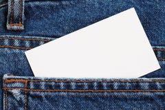 A calças de ganga detalha com emblema em branco Foto de Stock Royalty Free