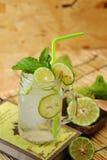 Cal do Kaffir assim, bebida fresca da soda da bergamota, erva da tradição de Tailândia para o tratamento da maré baixa ácida, com foto de stock royalty free
