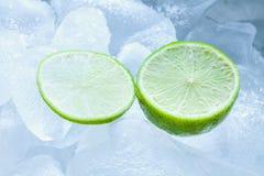 Cal e gelo cortados Foto de Stock Royalty Free
