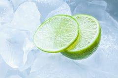 Cal e gelo cortados Imagens de Stock Royalty Free