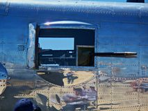 50 cal Gewehrhafen auf einem B-25 Stockbild