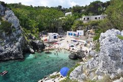 Cala阿夸维瓦海岸线和海滩 免版税库存照片