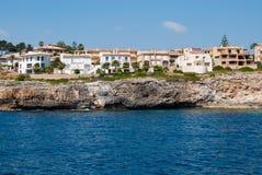 Cala Anguila luxevilla's en de kust, Majorca Stock Foto