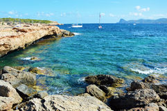 Cala Bassa, ilha de Ibiza, Espanha Imagens de Stock