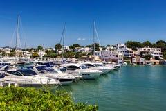 Cala D ` eller marina med massor av yachter på en solig dag, Mallorca arkivfoton
