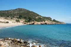 Cala de Gestell海滩在Hospitalet del Infant 免版税库存照片