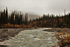 Cala de Kuyuktuvuk, puertas del parque nacional ártico y coto, Alaska foto de archivo libre de regalías