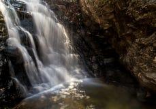 Cala 2 de la cascada imagenes de archivo