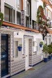 CALA DE MIJAS, ANDALUCIA/SPAIN - MAJ 27: Dom odziany z decorat Fotografia Royalty Free