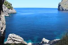 Cala de Sa Calobra zatoki widok Zdjęcia Royalty Free