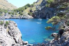 Cala de Sa Calobra zatoki widok Fotografia Royalty Free
