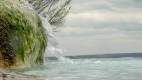Cala del agua mineral almacen de metraje de vídeo