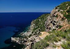 Cala del Allume海滩视图, Giglio海岛,意大利 免版税库存图片