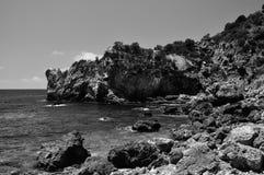 Cala del Allume海滩视图bw, Giglio海岛,意大利 免版税库存照片