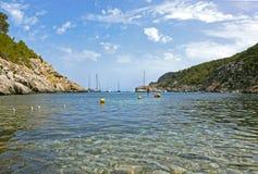 Cala Des Moltons, port av San Miguel, Ibiza spain Royaltyfri Fotografi