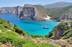 Cala Domestica海滩,撒丁岛,意大利视图  库存图片