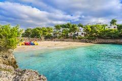 Cala Gran strand på Cala D 'eller stad, Palma Mallorca Island, Spanien royaltyfria foton
