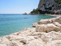 Cala Luna strand i den Orosei fjärden på Sardinia, Italien Fotografering för Bildbyråer