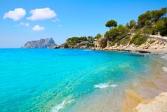 Cala Pinets strand in Benissa Alicante Spanje stock afbeelding