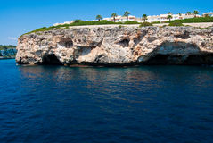 Cala Romantica grot en hotels, Majorca Stock Foto