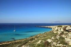 Cala Rossa en las islas de Favignana - de Egadi Imagen de archivo