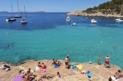 Cala Salada海滩在圣安东尼奥,在伊维萨岛海岛,西班牙 库存图片