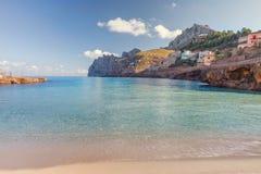 Cala Sant Vicenc сформировал 4 beachs, среди их Cala Molins, стоковое изображение rf