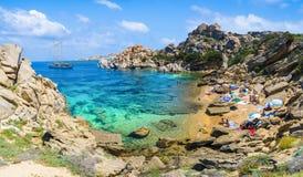 Cala Spinosa Capo Testa blisko Santa Teresa Di Gallura wioski, Sardinia, Włochy Obraz Stock