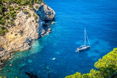 Cala Tarida en plage San Jose d'Ibiza chez Îles Baléares Images stock