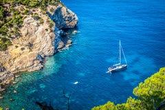 Cala Tarida i den Ibiza stranden San Jose på Balearic Island Arkivbilder