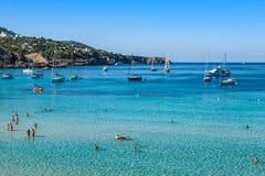 Cala Tarida in Ibiza-Strand San Jose in den Balearischen Inseln lizenzfreie stockfotos