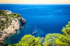 Cala Tarida in Ibiza-Strand San Jose in den Balearischen Inseln stockbild