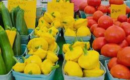 Calabacín, Patty Pan Squash y tomates en cestas Fotos de archivo libres de regalías