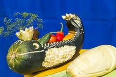 Calabacín relleno con las verduras frescas en la feria en Uglich, Ru Foto de archivo libre de regalías