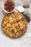 Calabacín, tomates y tarta del queso Fotos de archivo