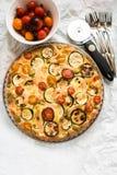 Calabacín, tomates y tarta del queso Imagen de archivo