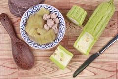 Calabaza amarga china con la bola de carne en sopa Fotos de archivo