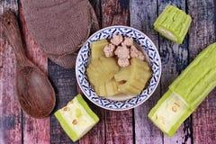 Calabaza amarga china con la bola de carne en sopa Foto de archivo