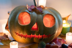 Calabaza asustadiza de la cara de Halloween en el fondo blanco Fotos de archivo libres de regalías