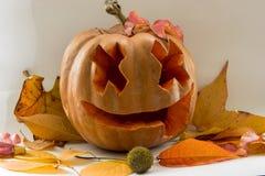 Calabaza asustadiza de la cara de Halloween en el fondo blanco Imágenes de archivo libres de regalías